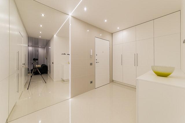 Interiér, dvere, skrinky, biele sfarbenie