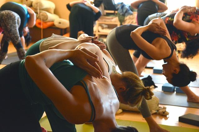 skupina žena joga.jpg