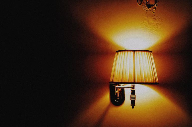 Svietiaca lampa.jpg
