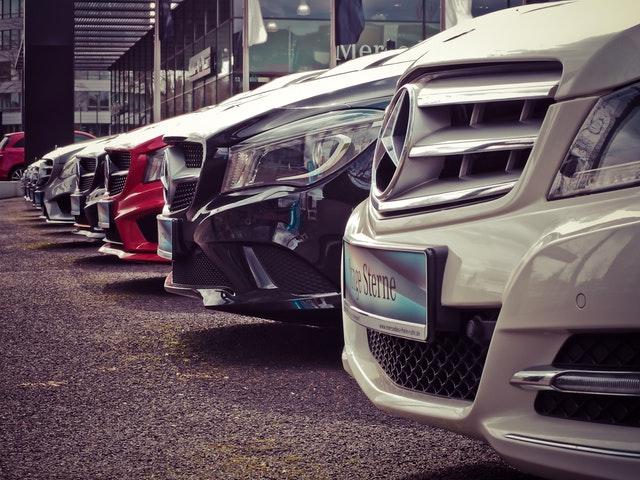 veľa nových áut